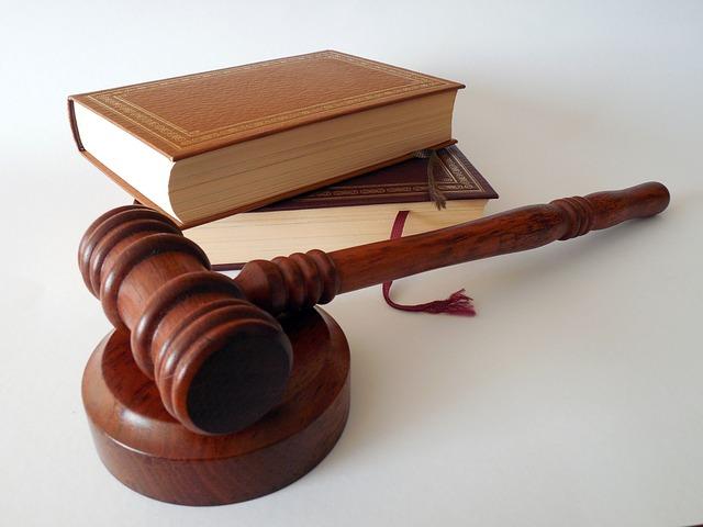 """Na czym polega """"darmowa pomoc prawna""""?"""