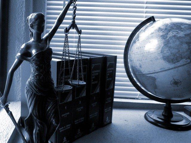 Kancelaria radców prawnych – jak dostać tam robotę?