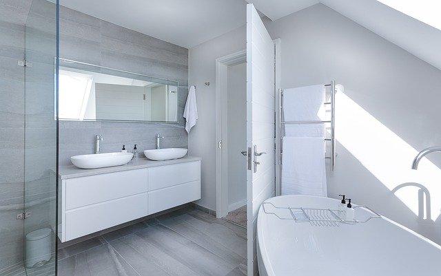 Wanna czy prysznic – niełatwy wybór przed remontem łazienki
