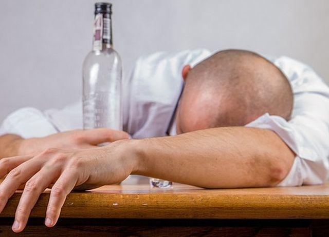 Małżonek nadużywa alkoholu – co robić?